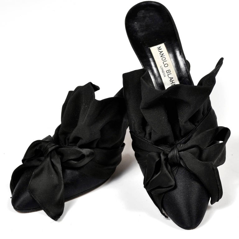 Rare Vintage Manolo Blahnik Black Ruffled Satin Bow Shoes Mules Size 39.5 For Sale 6