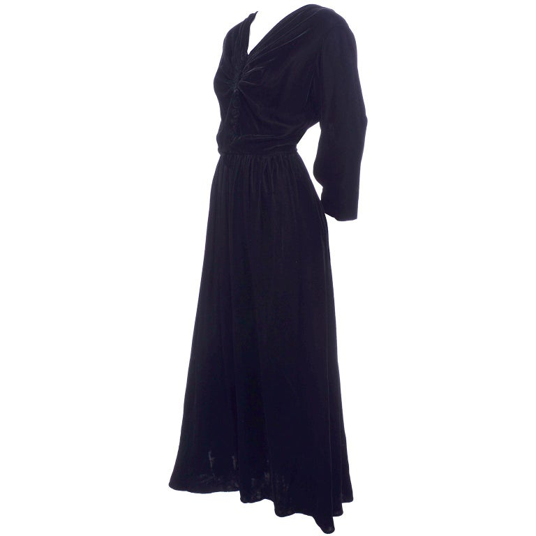 Vintage 1940s Black Velvet Evening Dress or Hostess Gown In Good Condition For Sale In Portland, OR