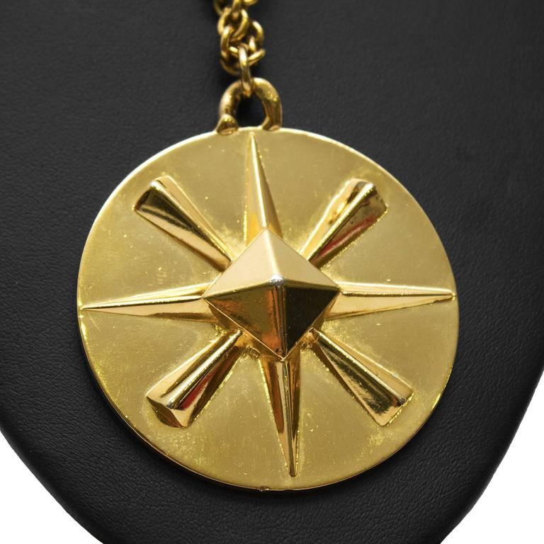 1980's Chanel Star Pendant Necklace In Excellent Condition For Sale In Toronto, CA