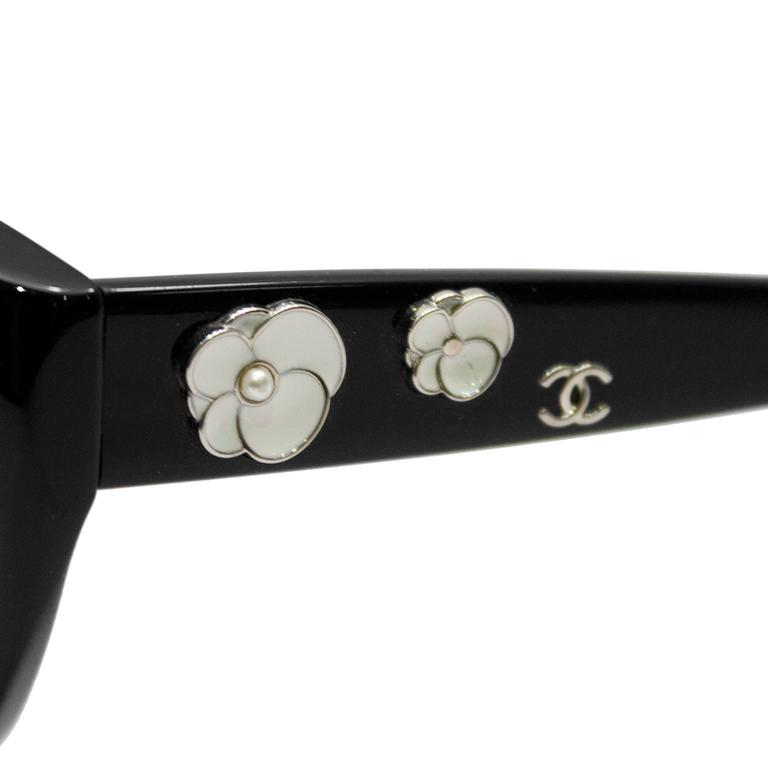 2000's Chanel Black Camelia Sunglasses  3