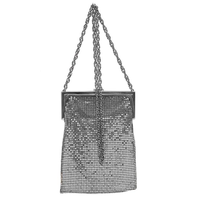 1940s Whiting And Davis Silver Metal Mesh Cross Body Evening Bag In Excellent Condition For