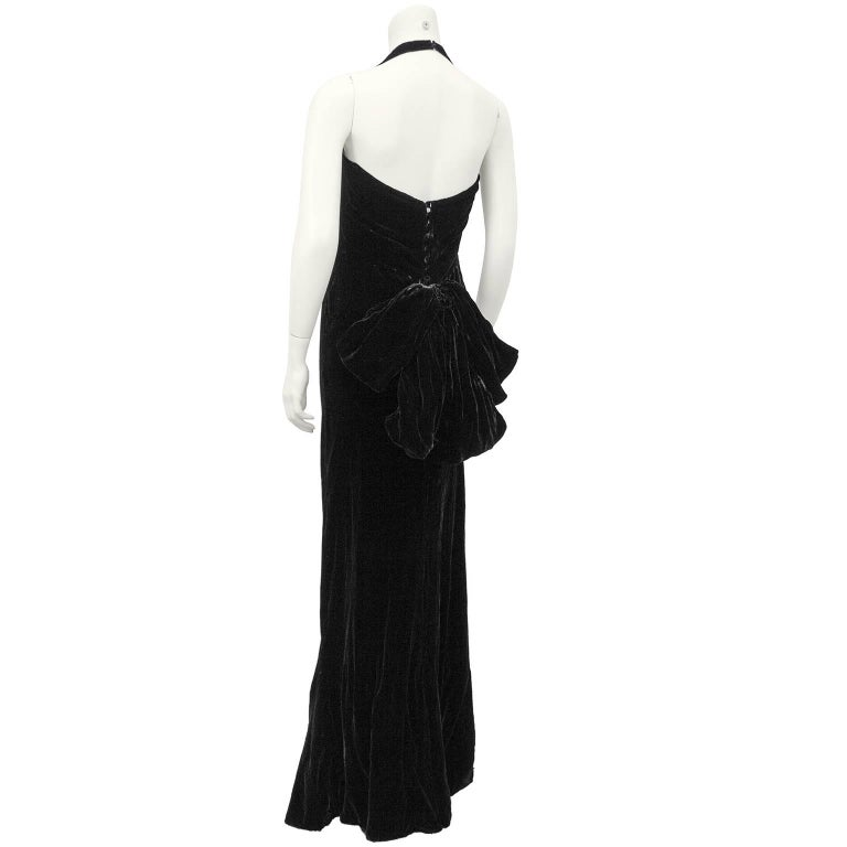 1930's Chanel Haute Couture Black Velvet Halter Gown In Excellent Condition For Sale In Toronto, Ontario