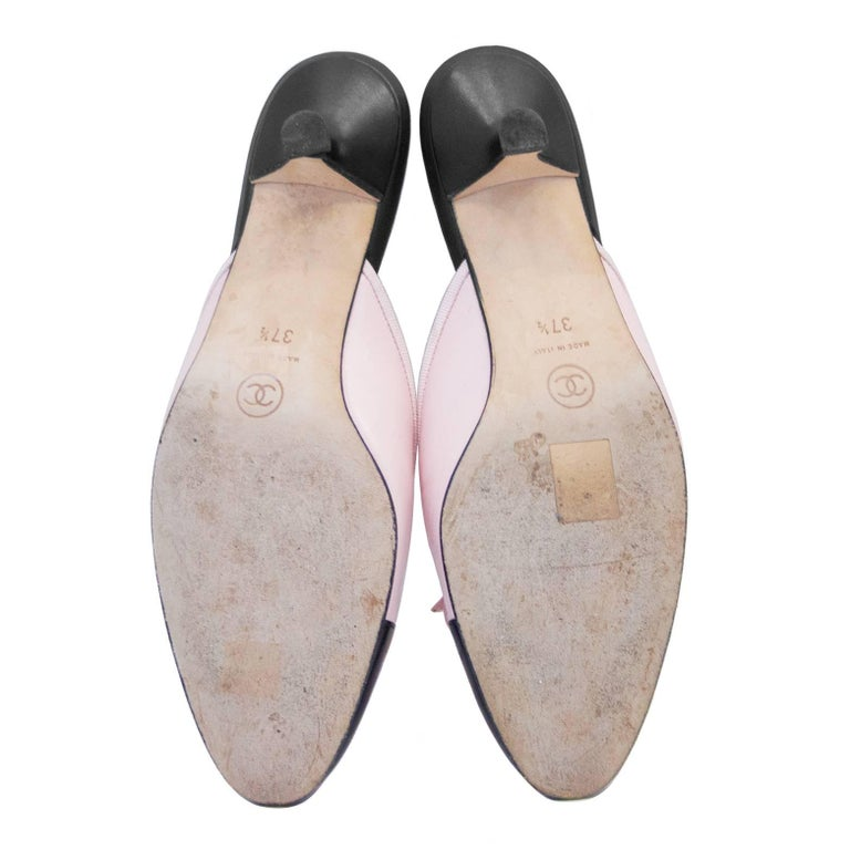 1990s Chanel Pink and Black Mules  In Excellent Condition For Sale In Toronto, Ontario