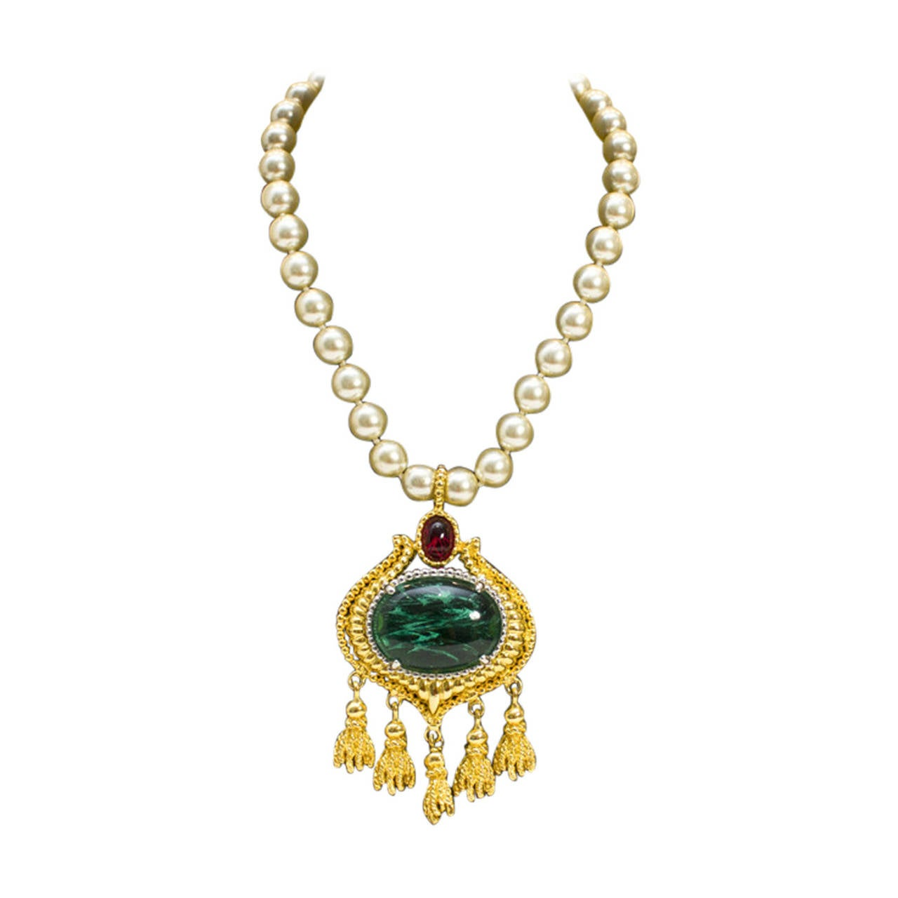 1980s Kenneth Jay Lane Faux Pearl & Cabochon Emerald Necklace For Sale