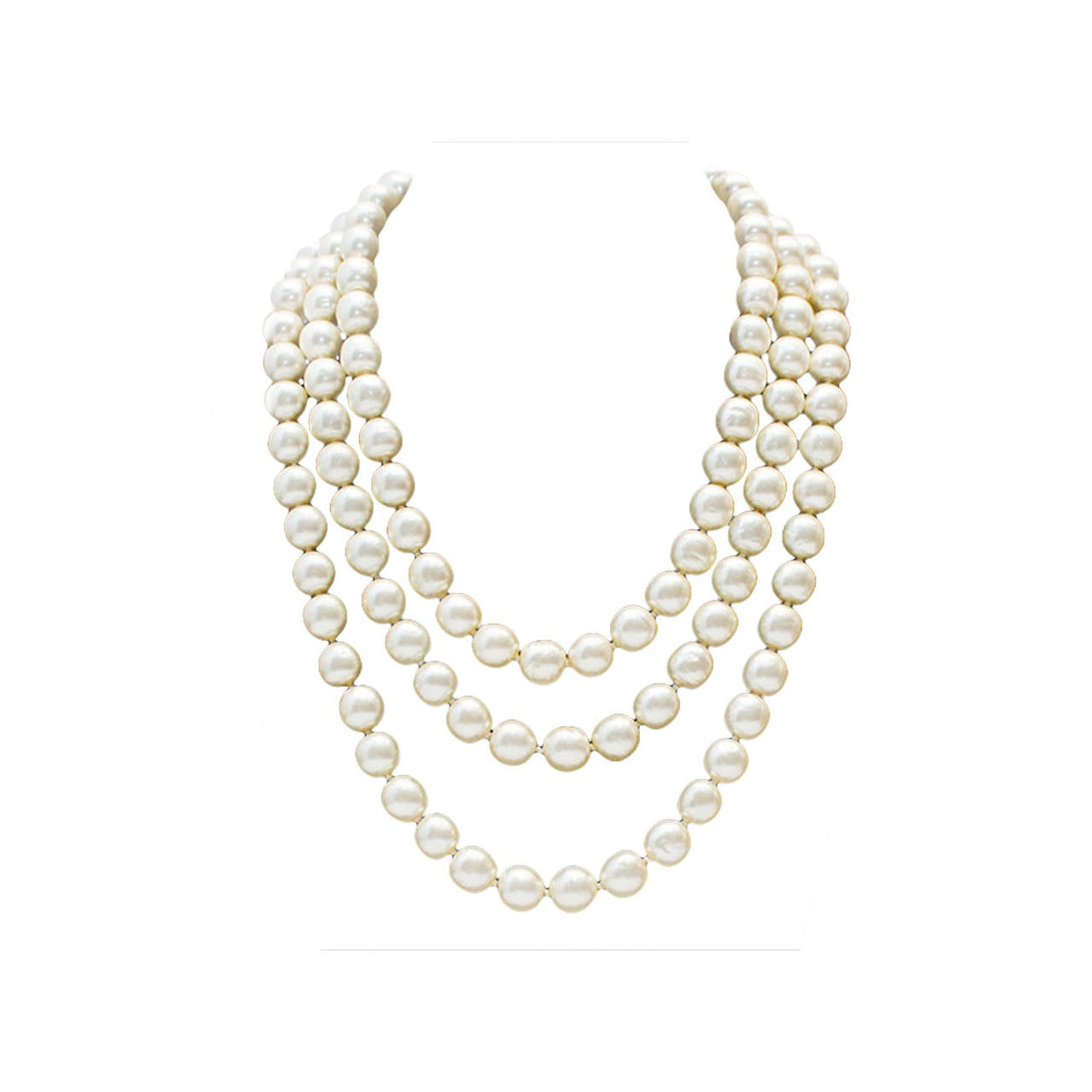1980s Chanel Long Pearl Necklace with Red Stone Clasp 1