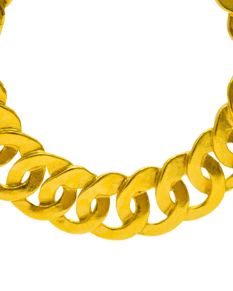 1996 Chanel Gold Chain Link Hoop Earrings In Excellent Condition In Toronto, Ontario