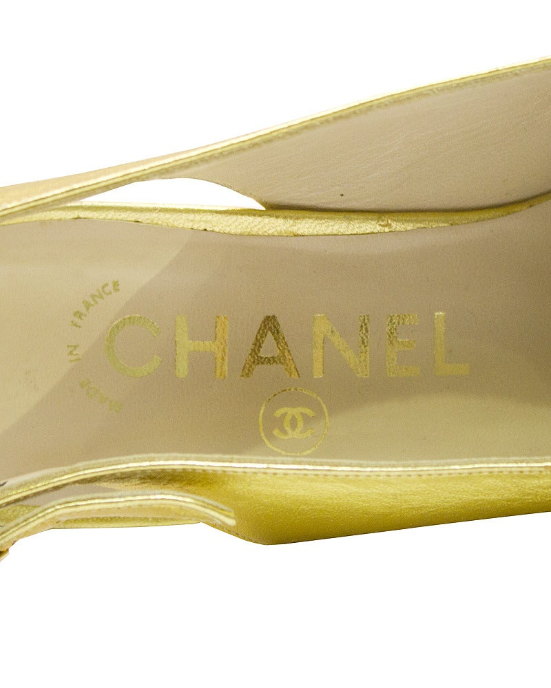 Women's 1990s Chanel Gold Leather Sling Back Pumps For Sale