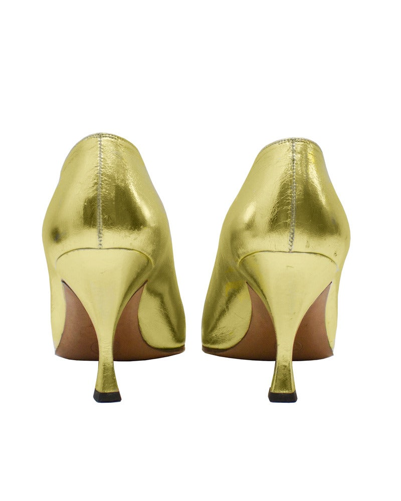 4efe90055d61d 1990s Chanel Gold Pumps with Black Cap Toe In Good Condition For Sale In  Toronto,