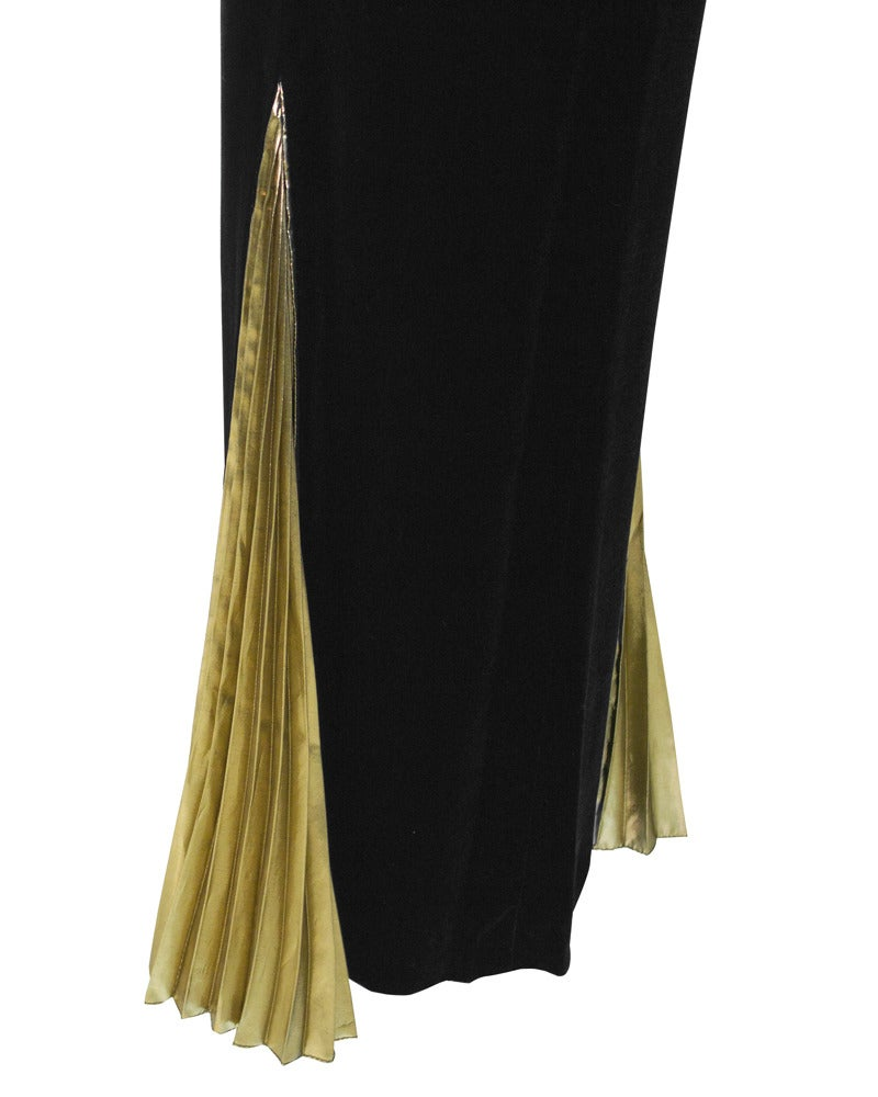 1980's Vicky Tiel Velvet & Gold Lame Gown In Good Condition For Sale In Toronto, Ontario
