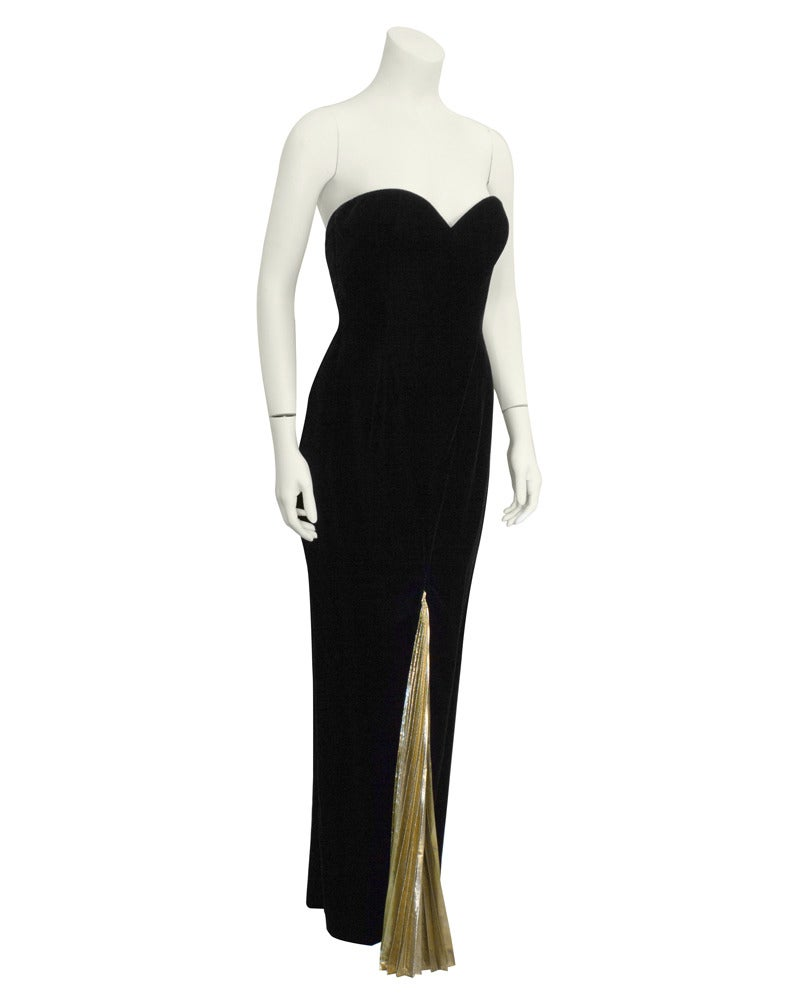 Sexy and slinky black velvet strapless mermaid style gown from the 1980's, the height of Vicky Tiel's epic career. Pleated gold lame inset front and back add a touch of mystery as you walk. Sweetheart neckline, low back and invisible zipper up back.