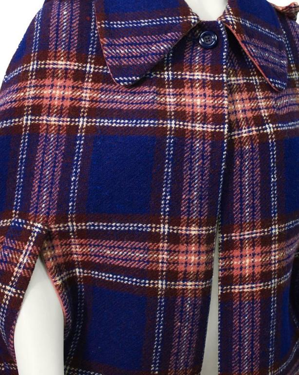 1960's Rose Bernard Blue and Rose Plaid Cape  In Excellent Condition For Sale In Toronto, Ontario