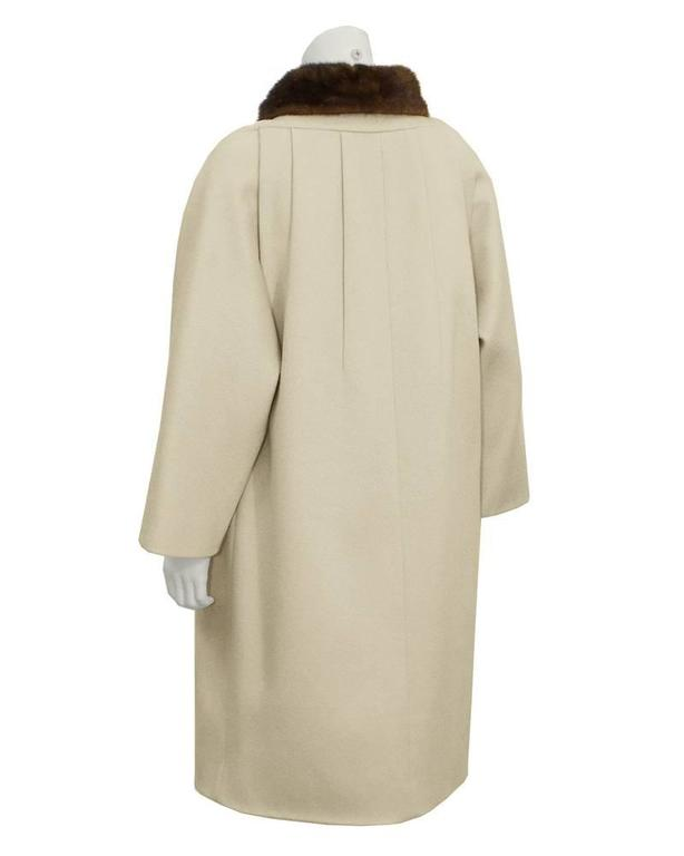 1950's Lilli Ann Beige Coat with Fur Collar  In Fair Condition For Sale In Toronto, CA
