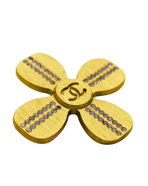 Contemporary Chanel 4 Leaf Clover CC Pin For Sale