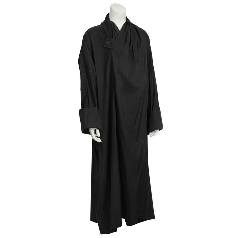 1990's Issey Miyake Black Oversized Windcoat  In Excellent Condition For Sale In Toronto, CA