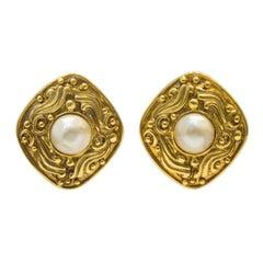 1980's Chanel Diamond Shape Earring w Pearl Center
