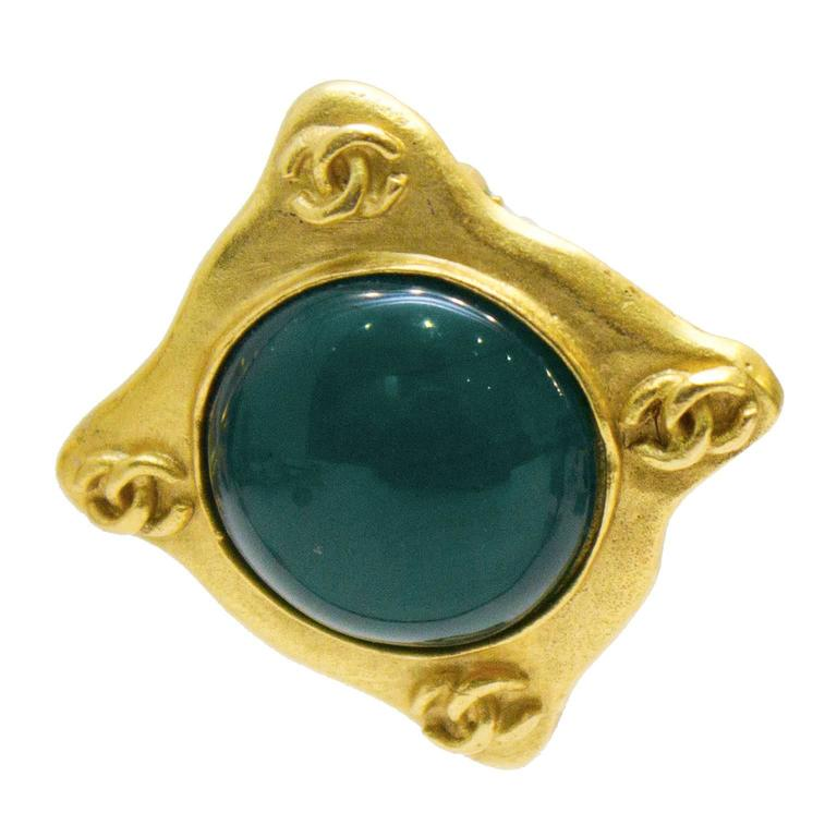 1995 Chanel Matte Gold Earring with Jade Green Glass  In Excellent Condition For Sale In Toronto, Ontario