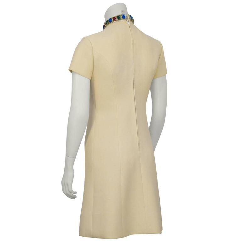 1960's Norell Beige Dress With Large Jewels In Excellent Condition For Sale In Toronto, Ontario