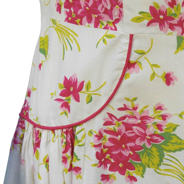 1950's Floral Cotton Daydress with Red Piping In Excellent Condition For Sale In Toronto, Ontario