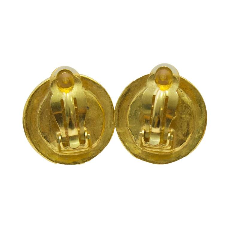 Chanel 1996 Autumn Glass And Gold Plated Clip On Earrings In Excellent Condition For Sale In Toronto, Ontario