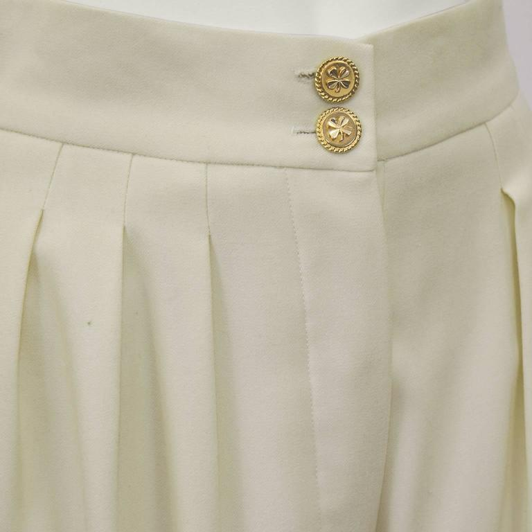 1990s Chanel Cream Wool Wide Leg Trousers  In Excellent Condition For Sale In Toronto, Ontario