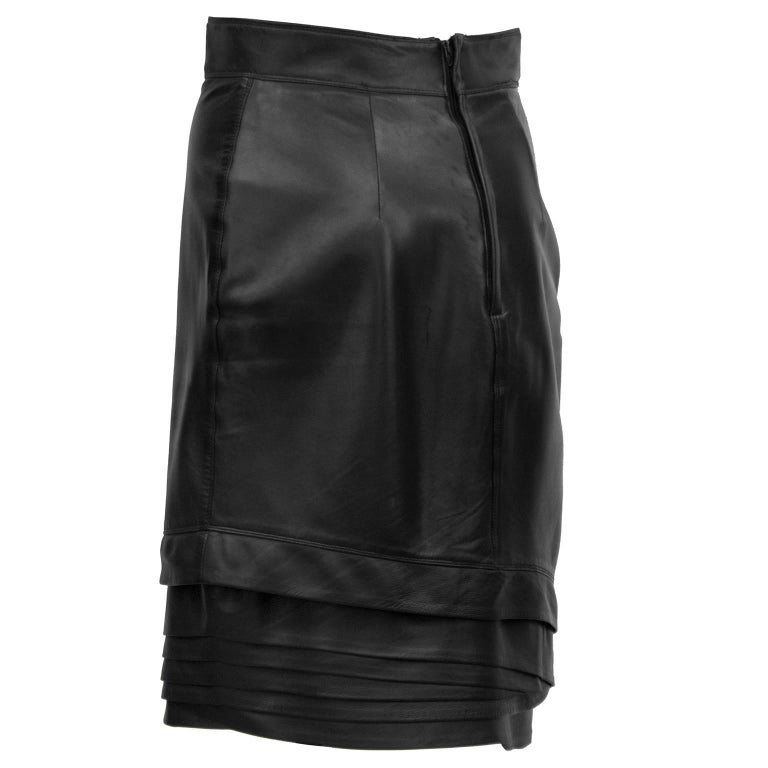 1980's Gianni Versace Black Leather Skirt with Tiered Hem Detail In Excellent Condition For Sale In Toronto, Ontario
