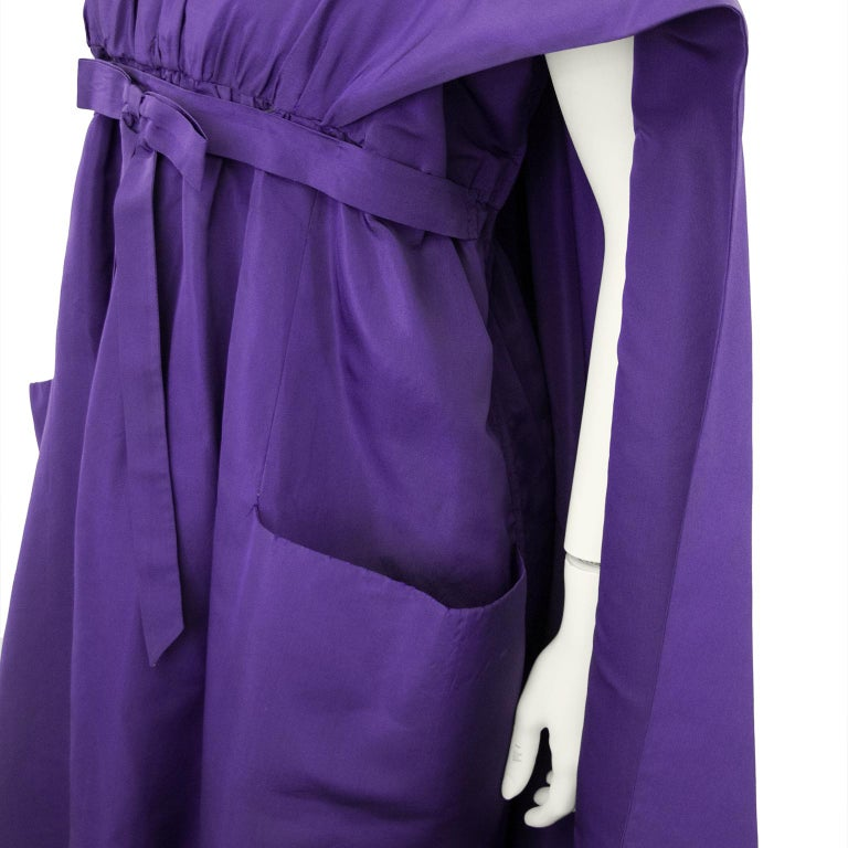Late 1950s Capucci Haute Couture Purple Silk Cocktail Dress with Dramatic Cape For Sale 3