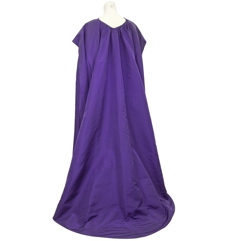 Late 1950s Capucci Haute Couture Purple Silk Cocktail Dress with Dramatic Cape In Fair Condition For Sale In Toronto, Ontario