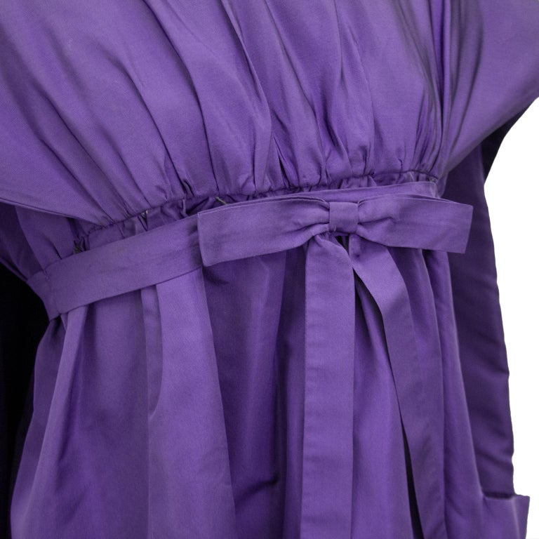 Late 1950s Capucci Haute Couture Purple Silk Cocktail Dress with Dramatic Cape For Sale 4