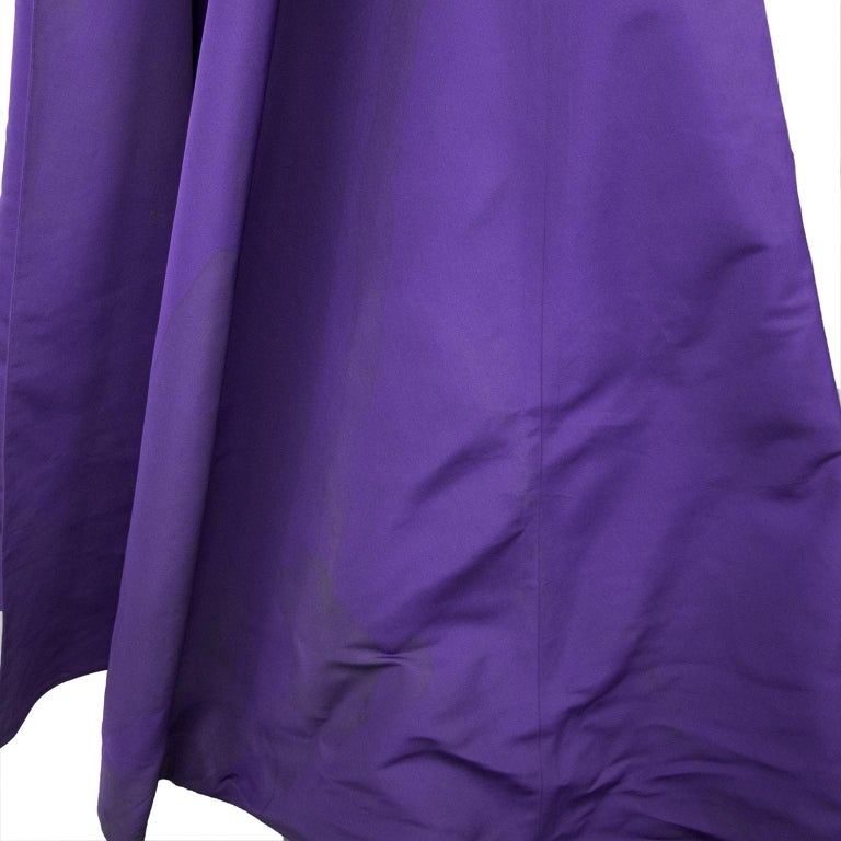 Late 1950s Capucci Haute Couture Purple Silk Cocktail Dress with Dramatic Cape For Sale 6