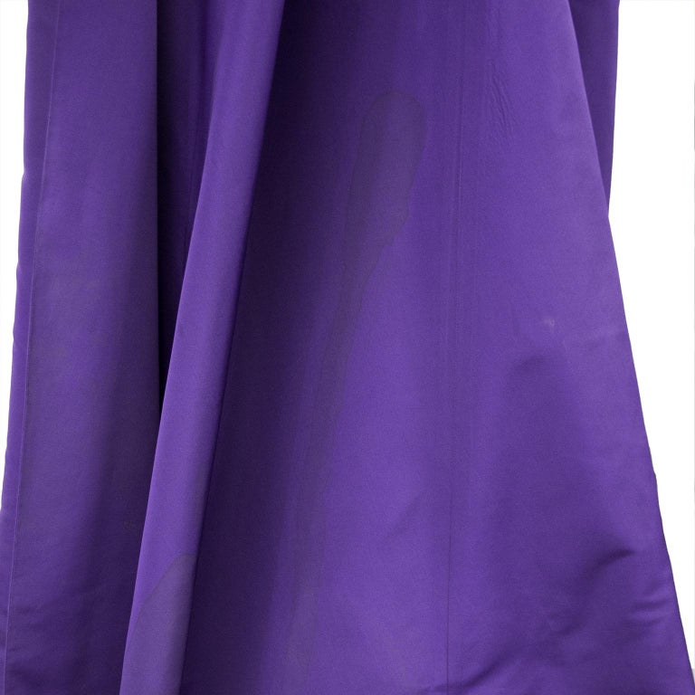 Late 1950s Capucci Haute Couture Purple Silk Cocktail Dress with Dramatic Cape For Sale 7