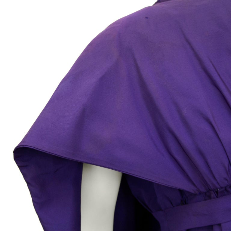 Late 1950s Capucci Haute Couture Purple Silk Cocktail Dress with Dramatic Cape For Sale 5