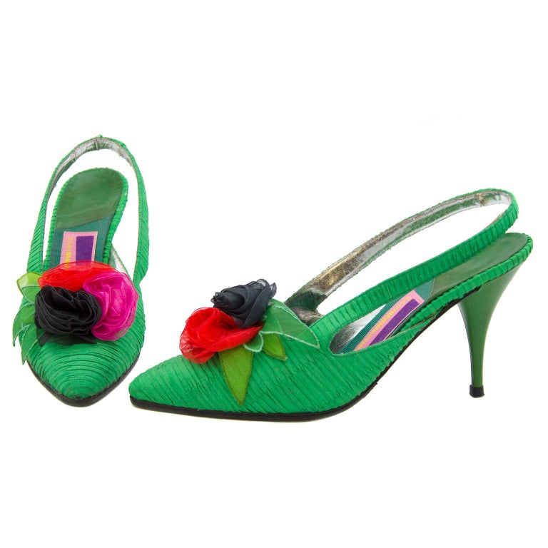 1988 Susan Bennis Warren Edwards Emerald Green Silk Shoes with Organza Flowers In Excellent Condition For Sale In Toronto, Ontario