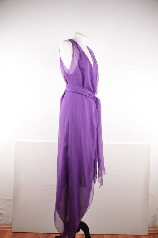 CHANEL 2003 Purple Silk Chiffon ASYMMETRICAL Hem LONG DRESS w/ Stole SIZE 40 FR In Good Condition For Sale In Rome, IT