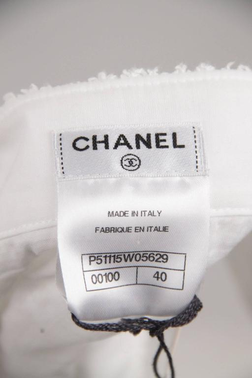 CHANEL White Pure Cotton SLEEVELESS Shift DRESS w/ Flowers Size 40 For Sale 3