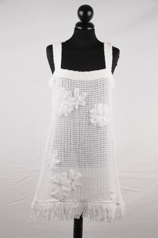 Women's CHANEL White Pure Cotton SLEEVELESS Shift DRESS w/ Flowers Size 40 For Sale