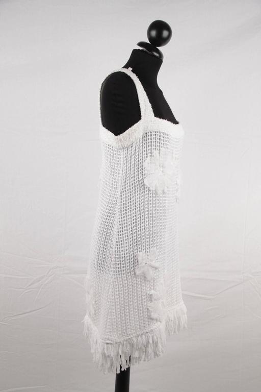 CHANEL White Pure Cotton SLEEVELESS Shift DRESS w/ Flowers Size 40 For Sale 2