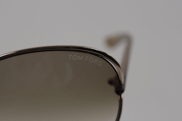 - CLEMENCE TF 158 Butterfly Sunglasses by Tom Ford - Super lightweight metal round sunglasses -Cut-out detail on the sides - Shiny gold metal front with plastic arms - Gradient 100% UVA/UVB protection lenses - Made in Italy - Serial & ref.
