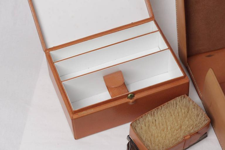 HERMES VINTAGE Tan Leather TRAVEL GROOMING SET w/ Silver TOILETRY Pieces For Sale 4