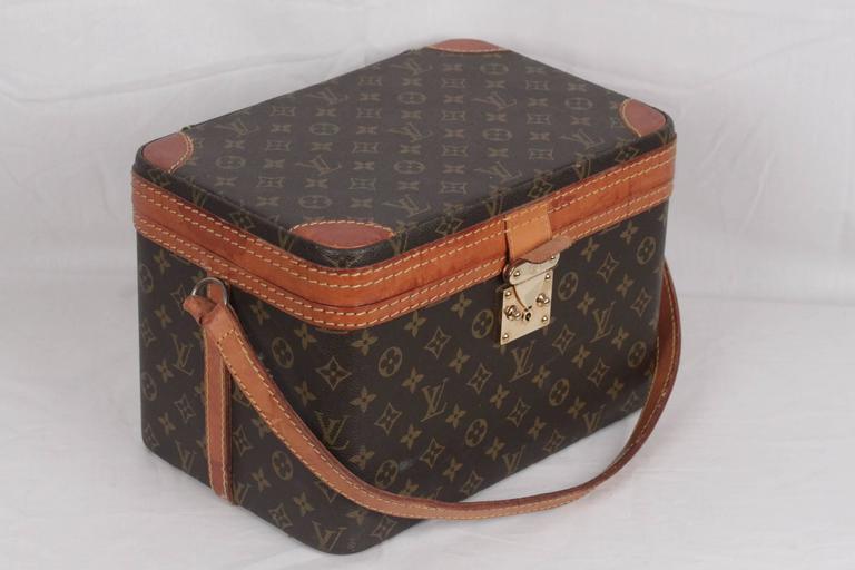 Women's or Men's LOUIS VUITTON Vintage Brown MONOGRAM Canvas Travel Bag TRAIN CASE Beauty For Sale
