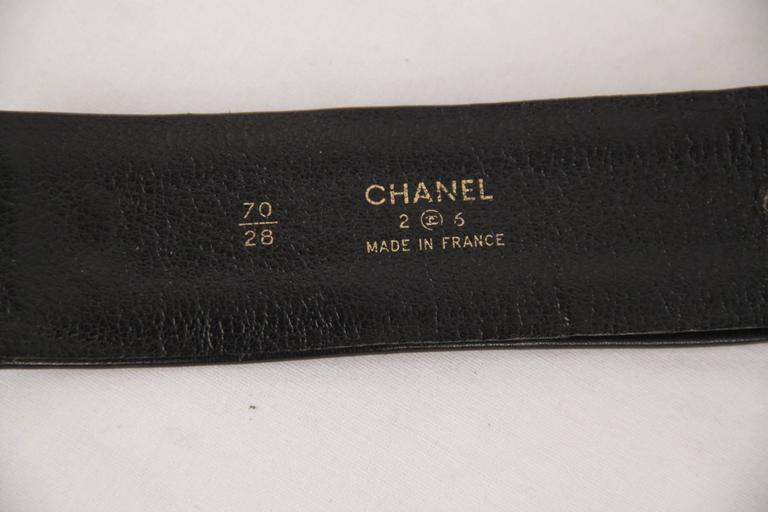 Chanel Vintage Gold Metal and Black Leather Belt CC Logo Chain Buckle Size 70/28 For Sale 3