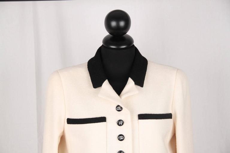 - Classic Chanel 96P bicolor wool blend blazer - White with black contrast collar & trim  - Composition: 92% Wool - 8% Elastane - 2 patch pockets on the chest & 2 open pockets on the waist - CC - CHANEL buttons &ì silver - tone metal