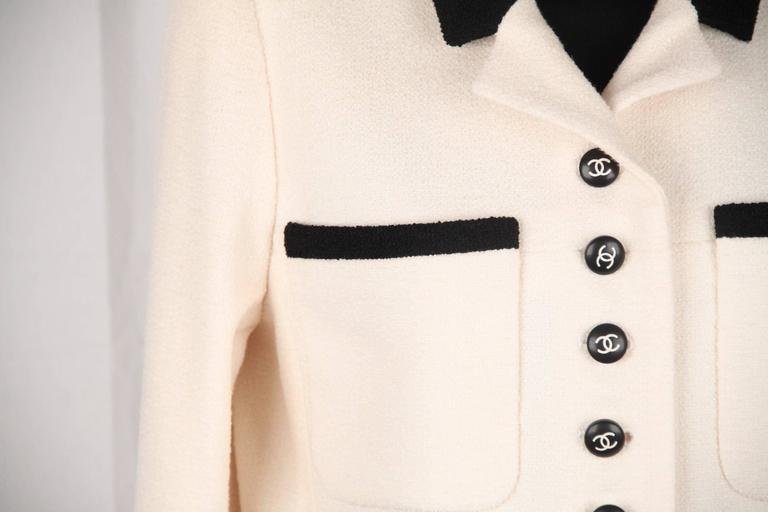 CHANEL BOUTIQUE 96P White & Black Wool Blend JACKET Blazer SIze 38 For Sale 2