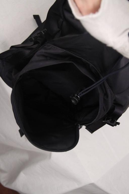 PRADA Navy Blue Nylon Canvas DOUBLE BUCKLE BACKPACK In Good Condition For Sale In Rome, Rome
