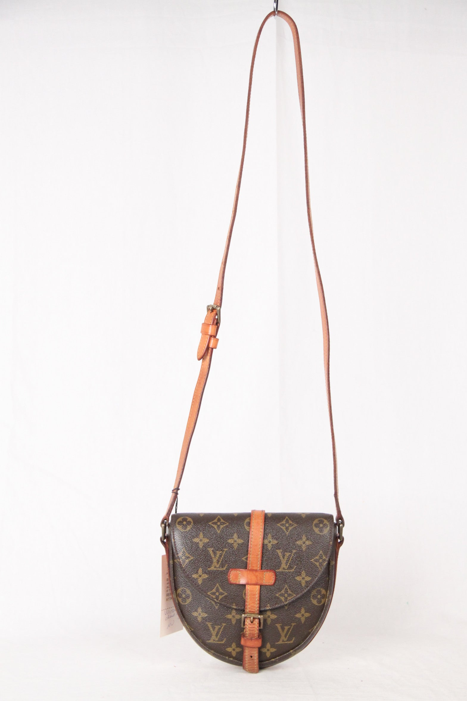 7218f0b65bdf LOUIS VUITTON Vintage Monogram Canvas CHANTILLY PM Messenger Bag For Sale  at 1stdibs