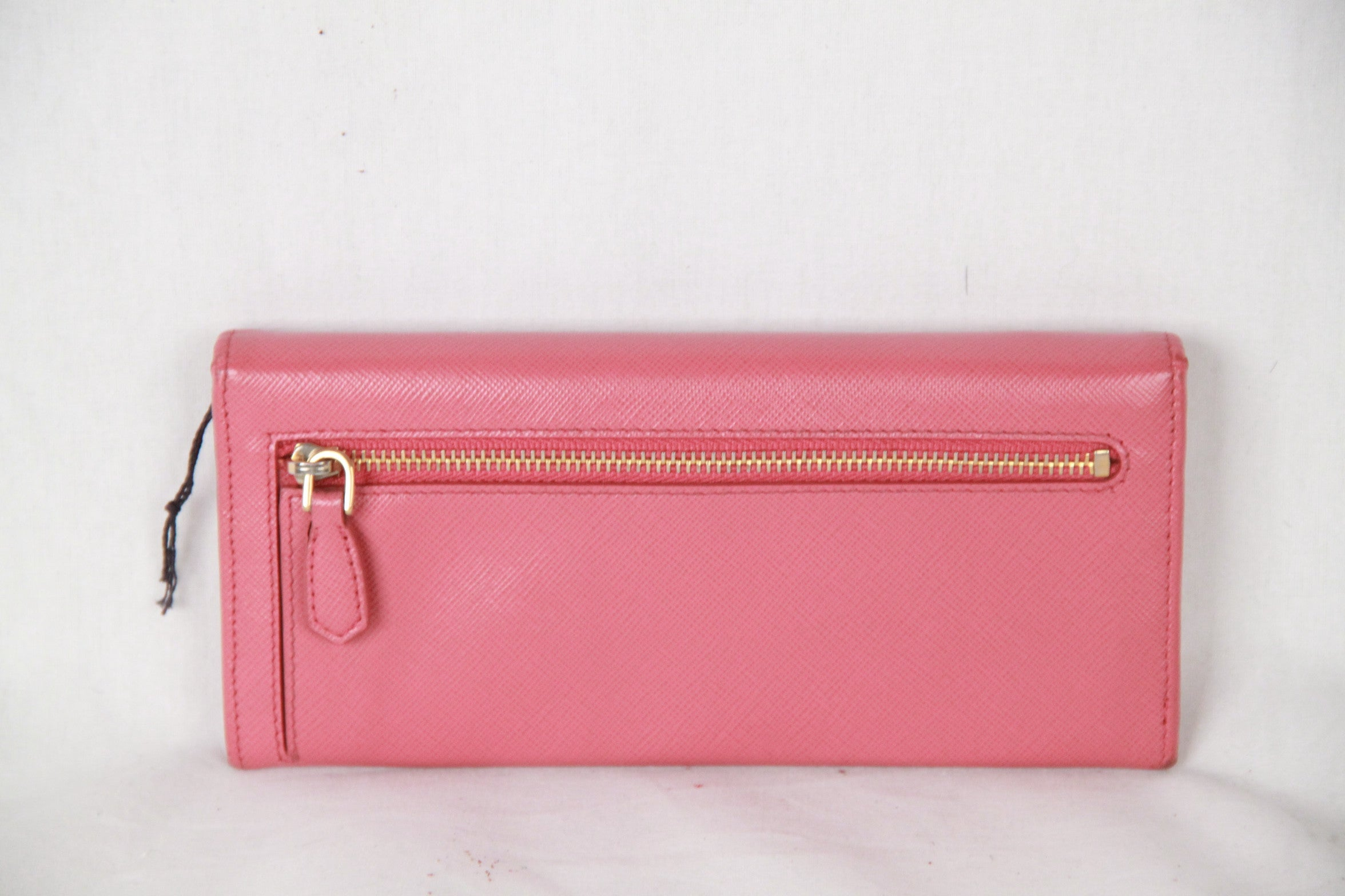 0c67cf6382df PRADA_Pink_SAFFIANO_Leather_FLAP_CONTINENTAL_WALLET_1M1132_4__org.JPG