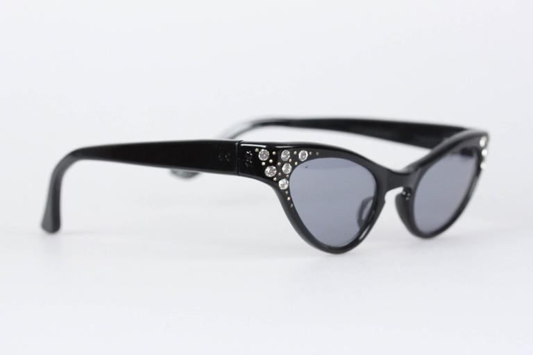 Vintage 1950s Rare Cat-Eye Womens Sunglasses 44/22 Crystals Frame France In Excellent Condition For Sale In Rome, Rome