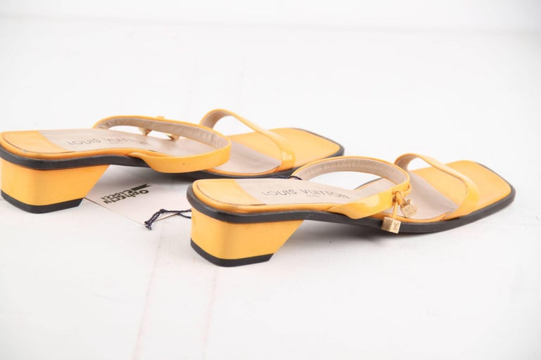 Women's LOUIS VUITTON Yellow Patent Leather FLAT SANDALS Shoes SZ 38 For Sale