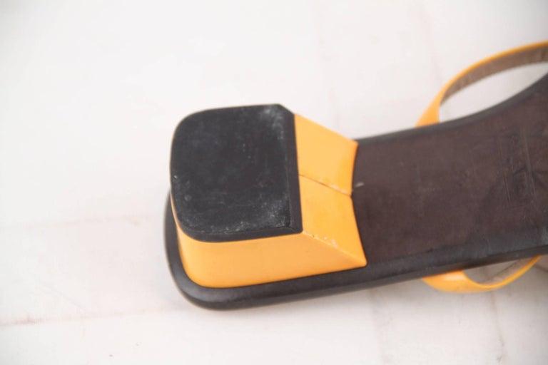 LOUIS VUITTON Yellow Patent Leather FLAT SANDALS Shoes SZ 38 For Sale 3