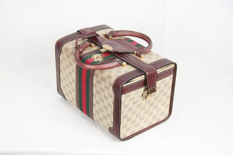 c56c3fba54cd GUCCI VINTAGE Beige MONOGRAM Canvas TRAIN CASE Beauty w/ STRIPES In Good  Condition For Sale