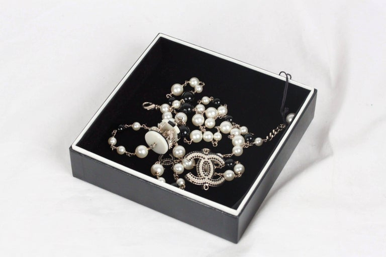 1dc75dbb6d7 CHANEL Black & White Long Beaded CAROUSEL NECKLACE In Excellent Condition  For Sale In Rome,
